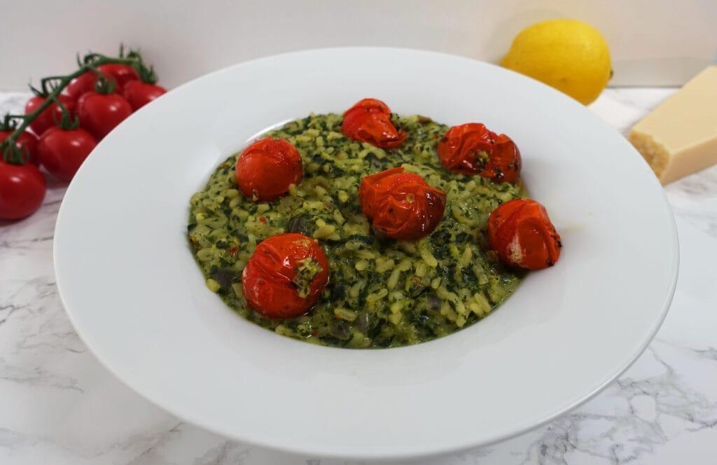 Zitronenrisotto mit Spinat und Cherrytomaten