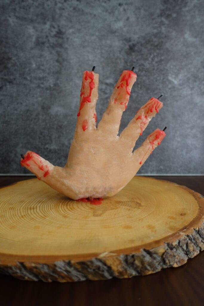 Halloween Deko basteln blutige Hand