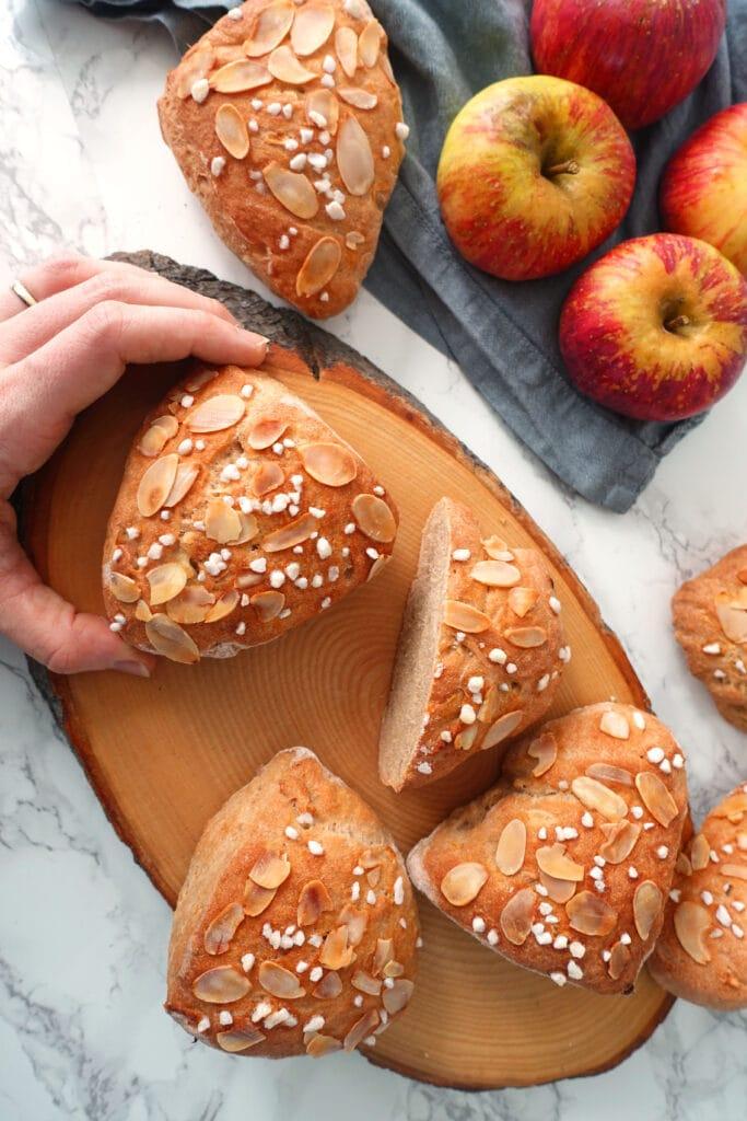 Brötchen Rezept mit Apfel und Joghurt gebacken