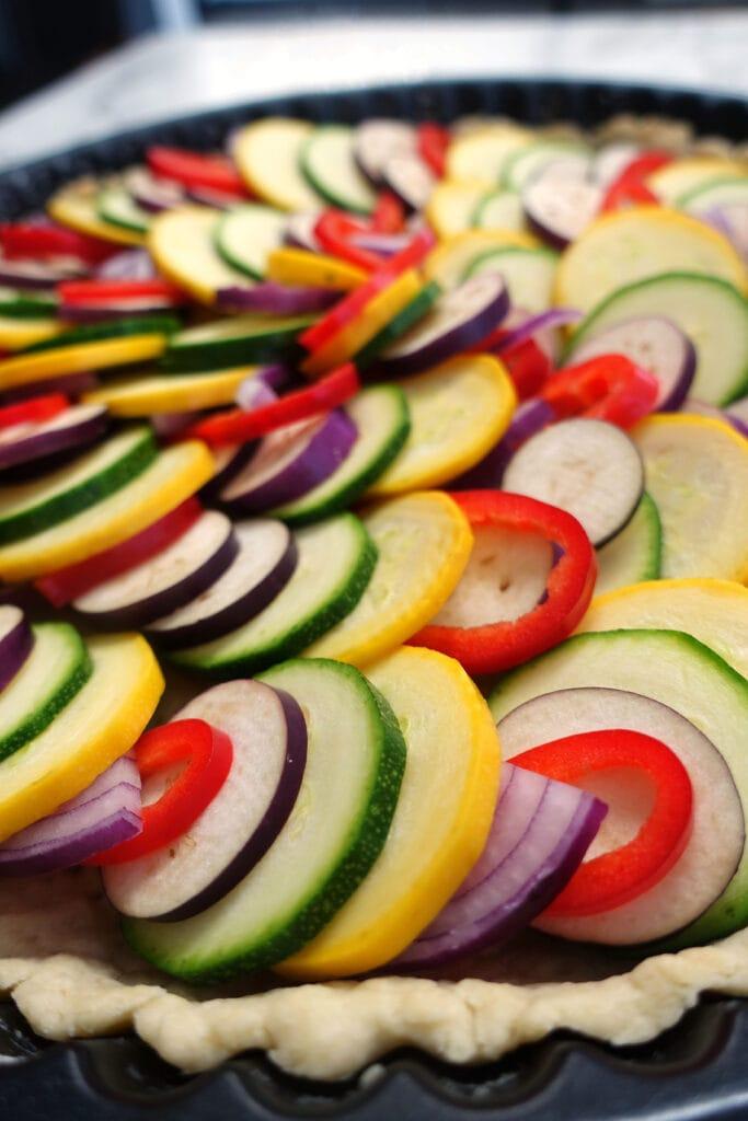 Das Gemüse für die Gemüsequiche im rohen Zustand