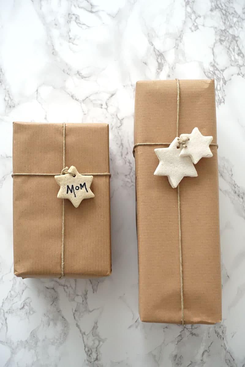 Geschenkverpackung mit Anhänger
