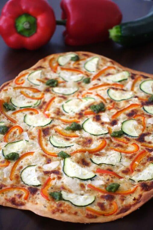 Mediterraner Flammkuchen mit Gemüse