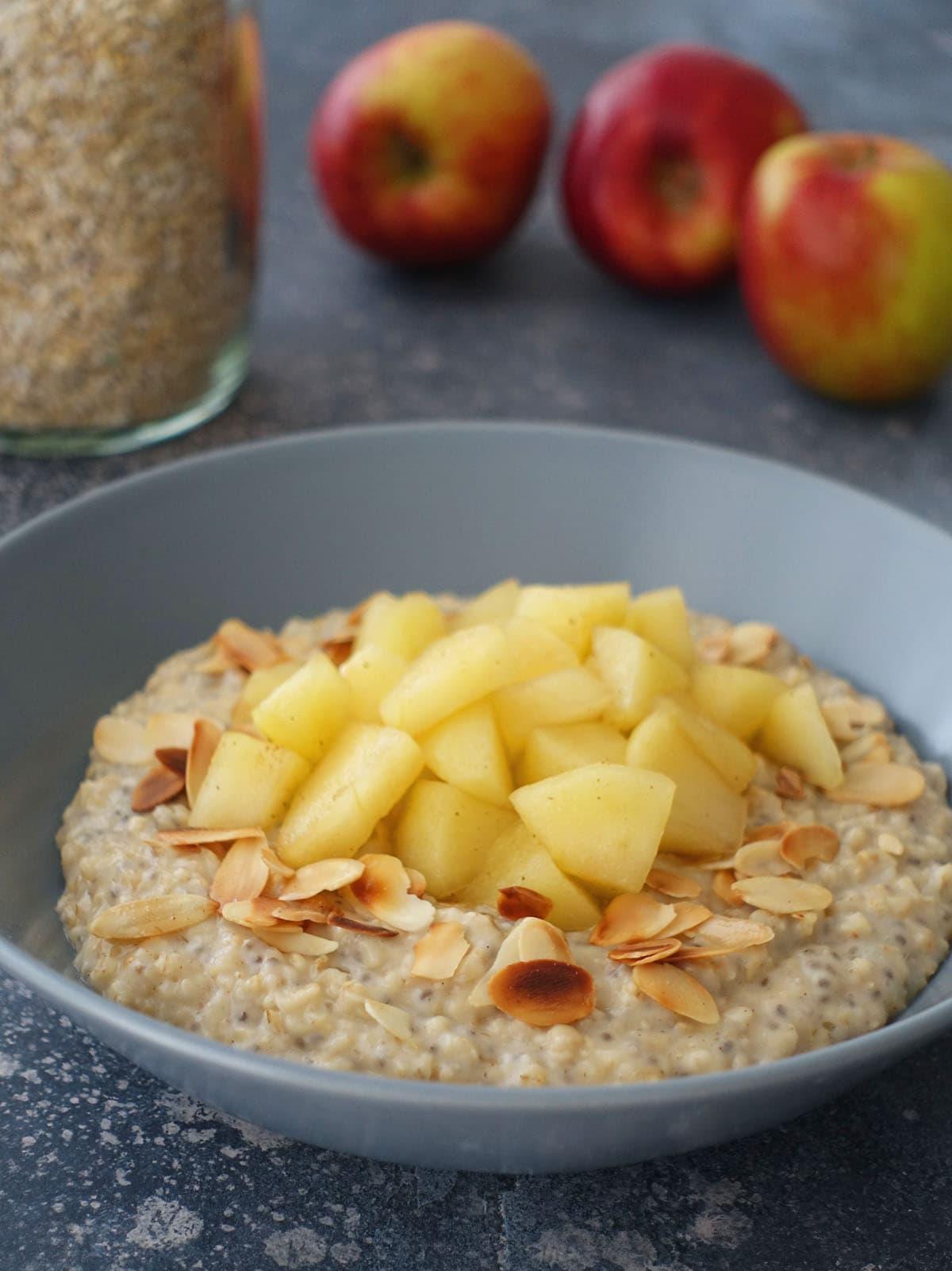 Porridge mit Chia und Apfelkompott