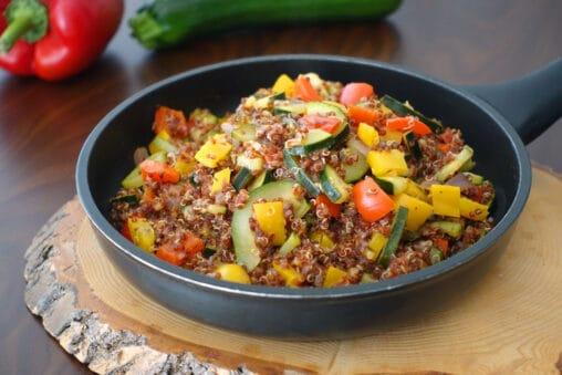 Ratatouille Quinoa Pfanne mit Zucchini Peperoni Paprika Zwiebel