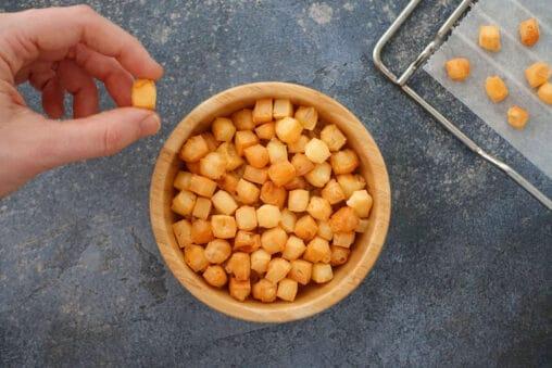 Cheese pops Käse pops gepuffter Käse aus dem Backofen als Low Carb Snack