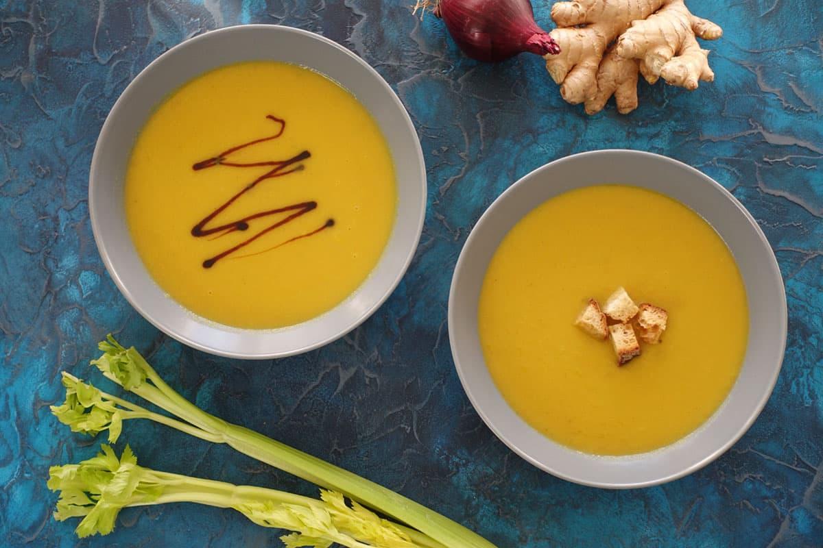 Stangenselleriesuppe mit exotischem Touch und Karotten Ingwer
