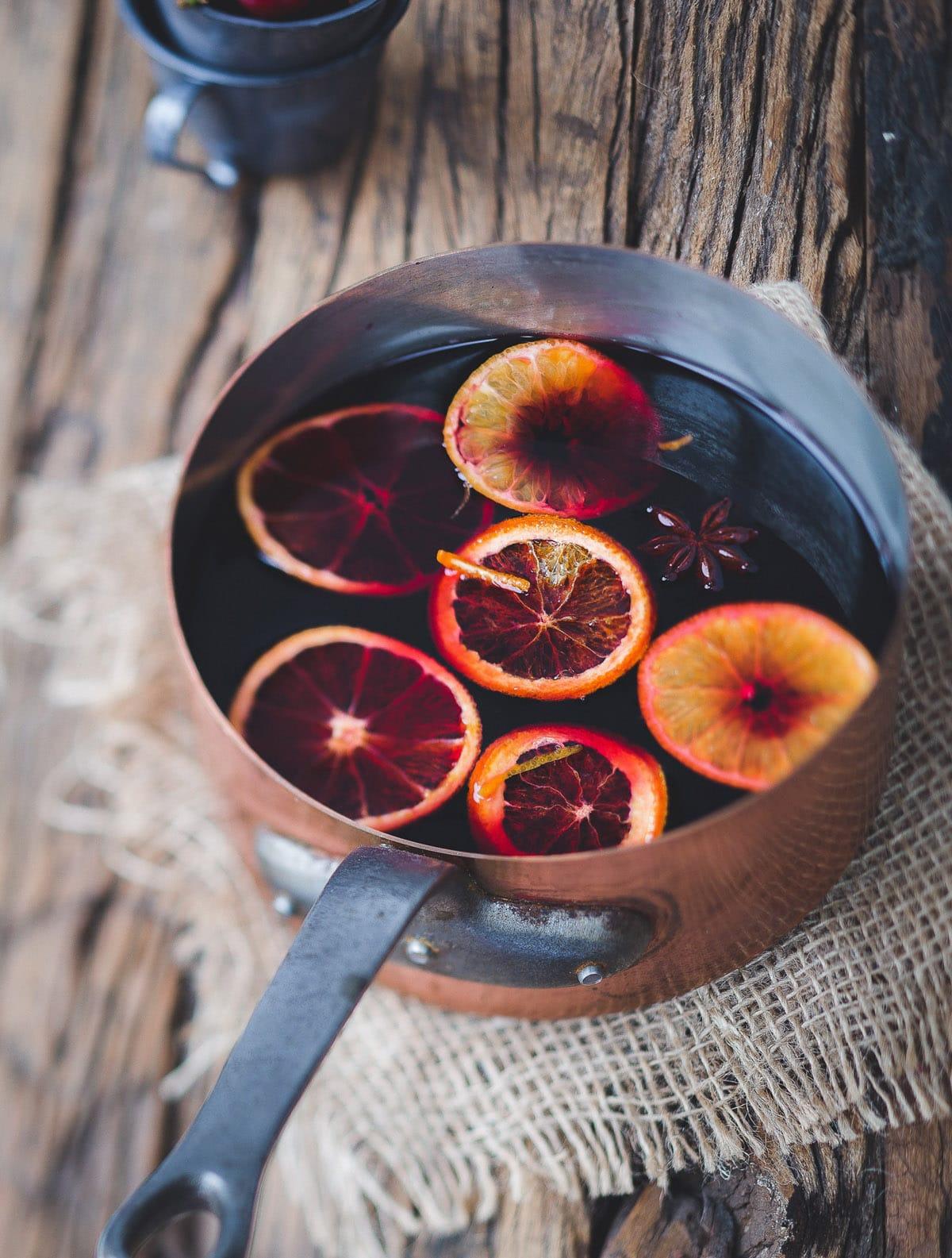 Adventstee selber machen Rezept mit Rooibos Tee, Schokolade, Orange und Zimt