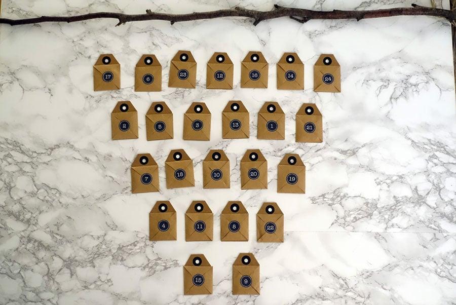 Foto Puzzle Adventskalender Briefchen drappieren