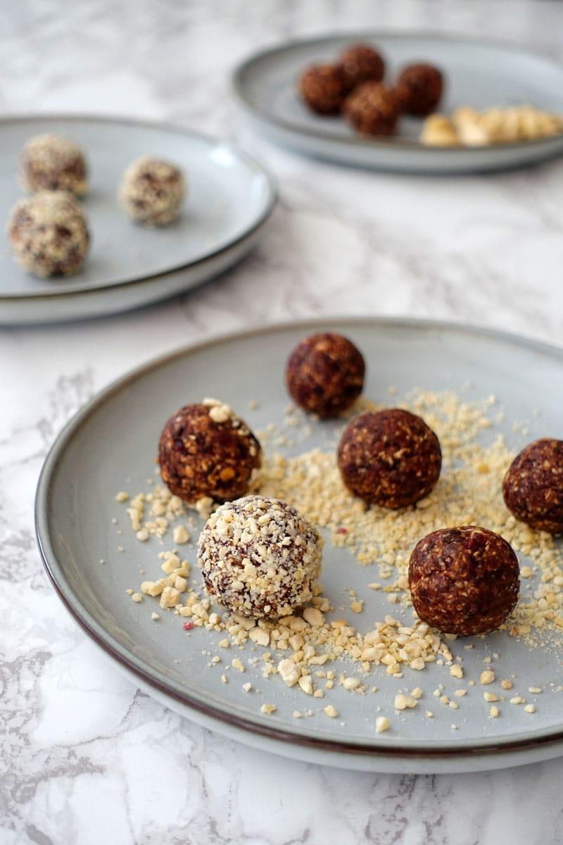 Lebkuchen Energy balls Dattel Cranberry Schoko Cashew