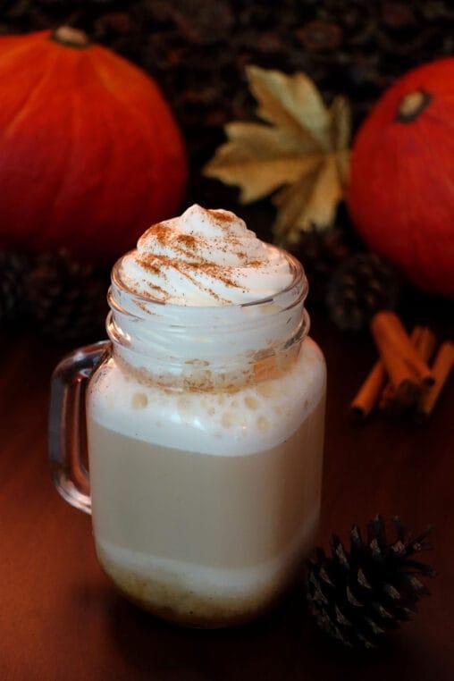 Pumpkin Spice Latte kann man ganz einfach selber machen mit diesem Rezept