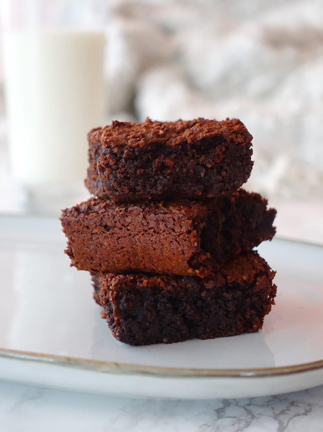 gesunder Kichererbsen Brownie ohne Ei und Mehl glutenfrei